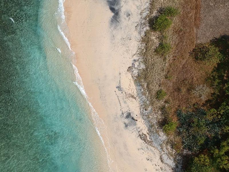 indonesie-kamperen-drone-2